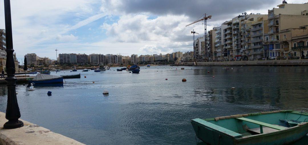 """Malta,  """"caleidoscopio di colori e sorrisi"""" tra turisti e case in costruzione"""